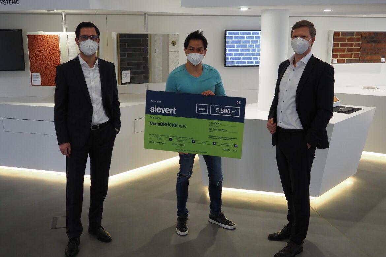 Sievert SE unterstützt OsnaBRÜCKE e.V. mit 5.500 Euro Spende